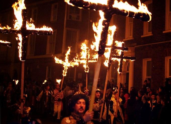 Lewes_Bonfire_Martyrs_Crosses