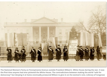 National-Womens-Party-in-front-of-White-House