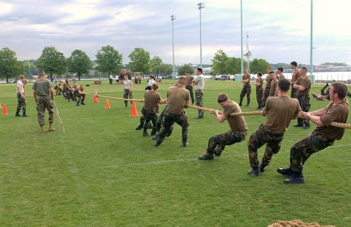 800px-Tug_of_war_2
