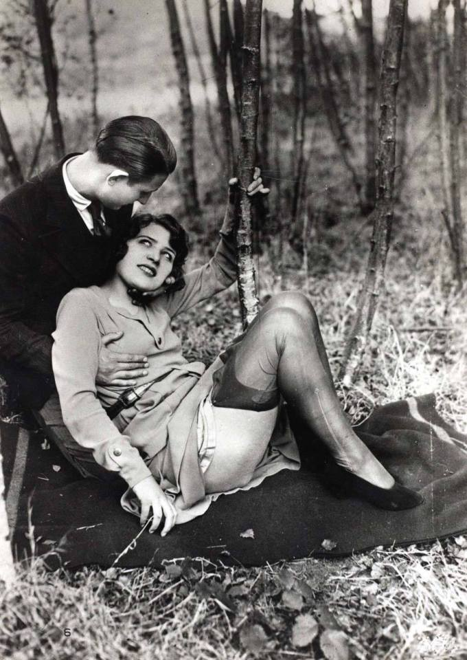 cheeky-postcards-1920s-blanket