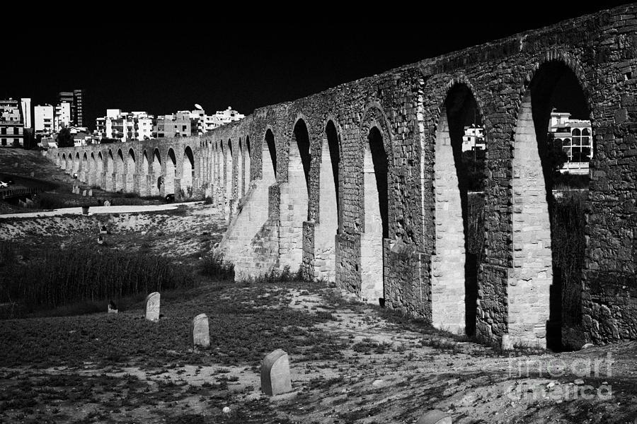 span-of-the-kamares-aqueduct-larnaca-republic-of-cyprus-europe-the-aqueduct-built-in-1750-joe-fox