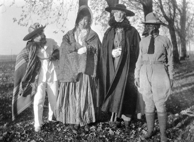 creepy-halloween-costumes-from-the-past-17