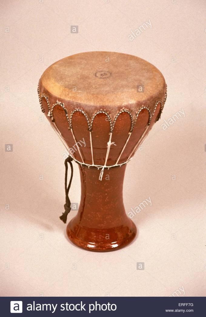 darabuka-egypt-drum-like-instrument-derbouka-ERFF7G