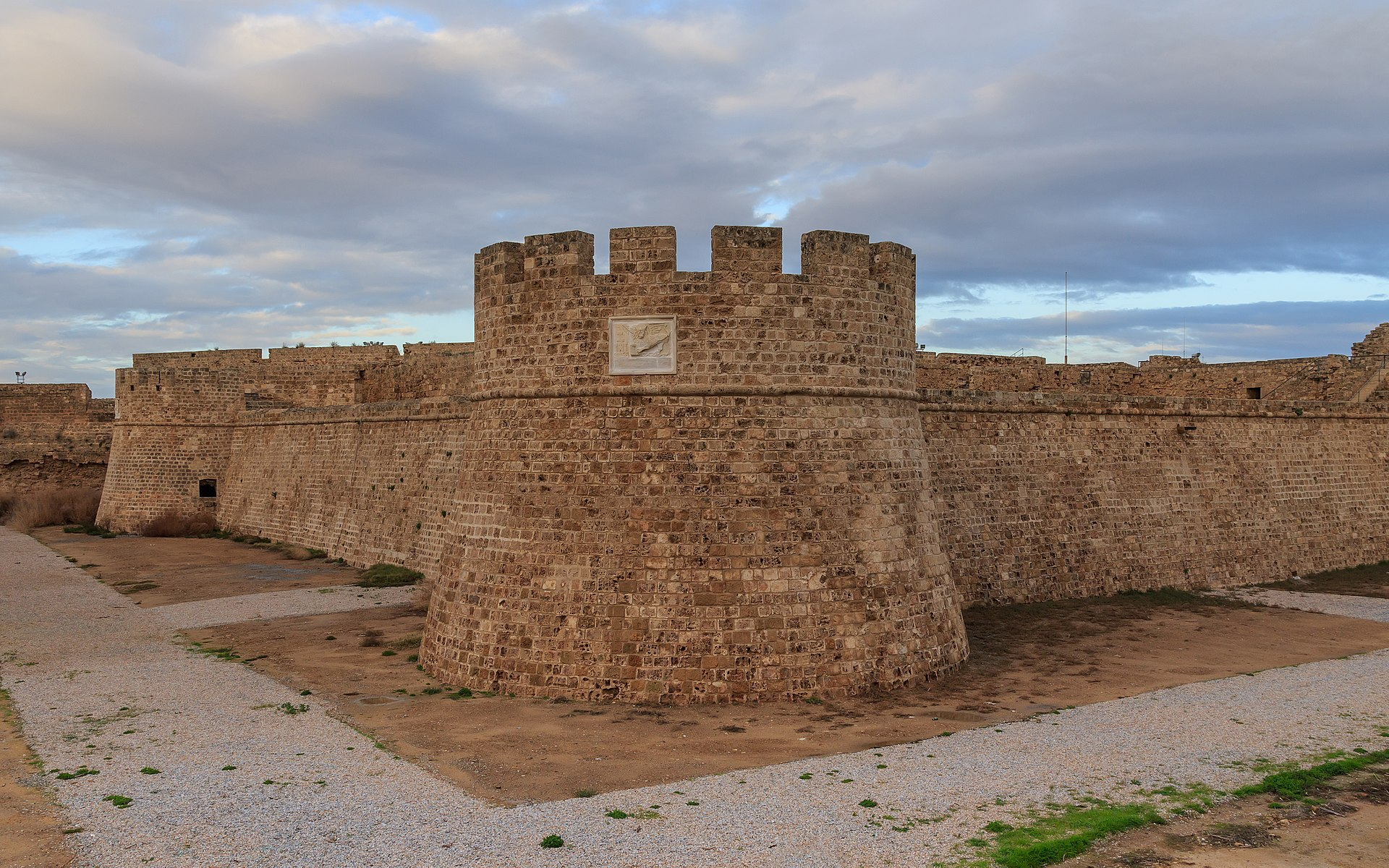 1920px-Famagusta_01-2017_img26_city_walls_Othello_Tower