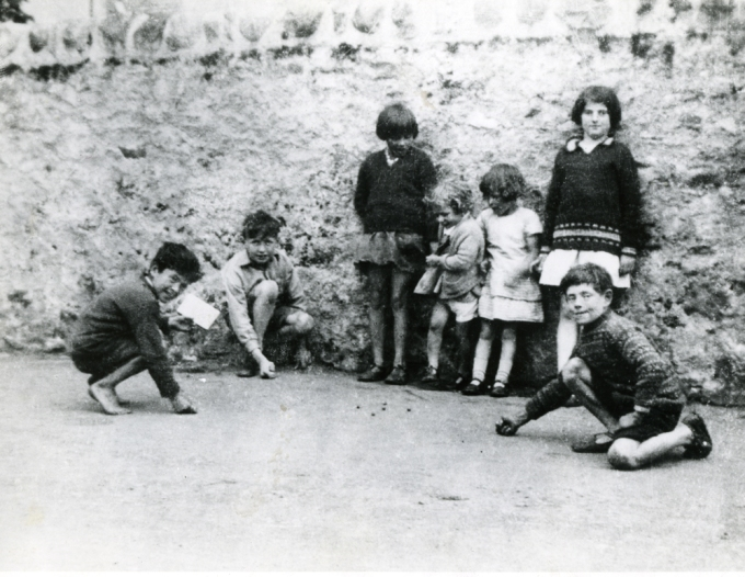 helmsdale-children-playing-marbles-c1940s