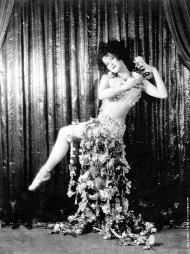 cabaret-dancers-15