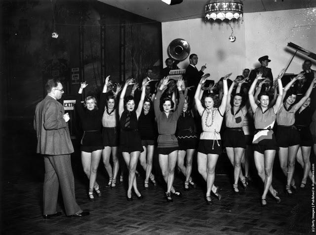 cabaret-dancers-23