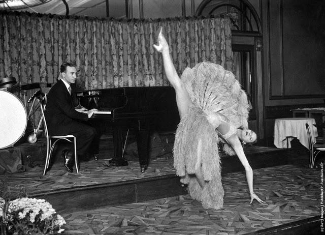 cabaret-dancers-29