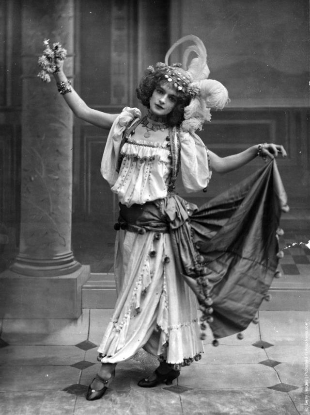 cabaret-dancers-3.jpeg